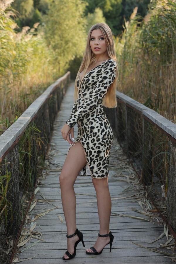 Rochie animal print leopard bordurata cu lant auriu